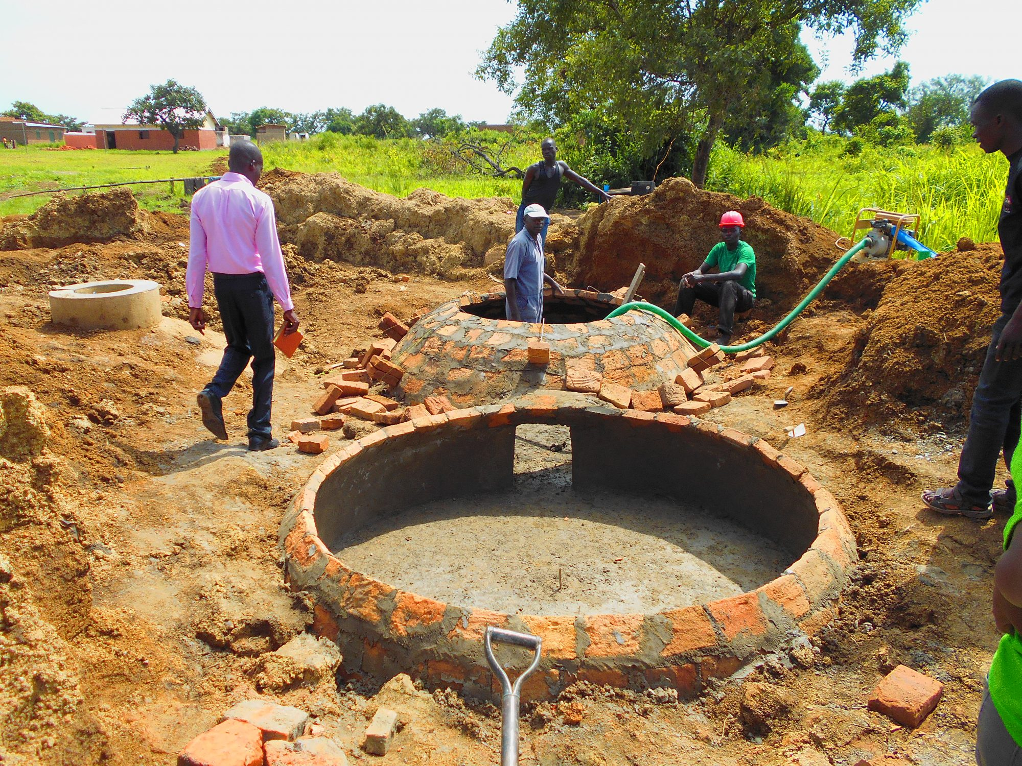 Building a biogas plant for a local school in Barilonyo